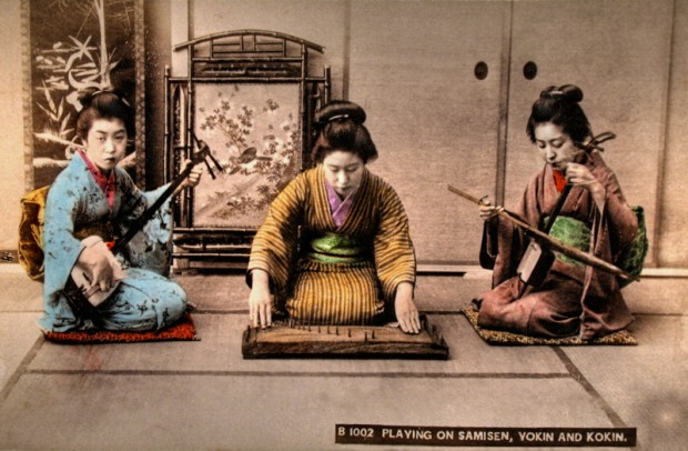 Playing_on_Samisen,_Yokin_and_Kokin