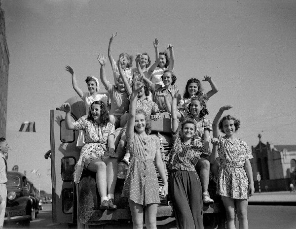 Louisiana schoolgirls 1940; Wikimedia Commons