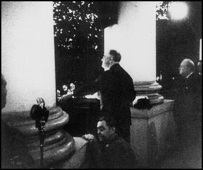 FDR and Winston Churchilo in White House 122441; Wikimedia Commons