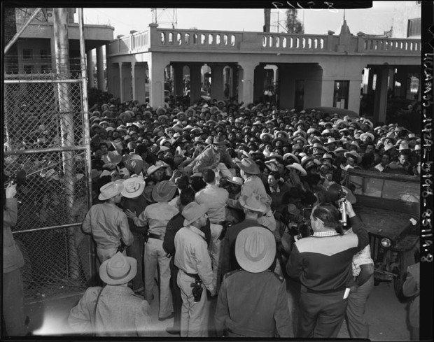 Mexican workers arrive 1942; Wikipedia Commons
